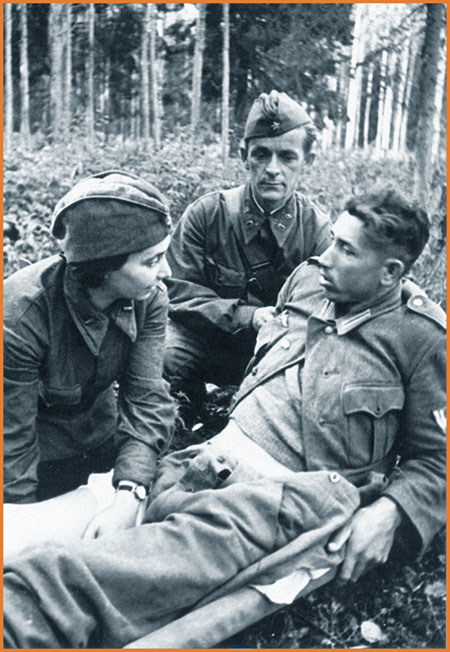 attending_to_a_wounded_german_pow_july_1941